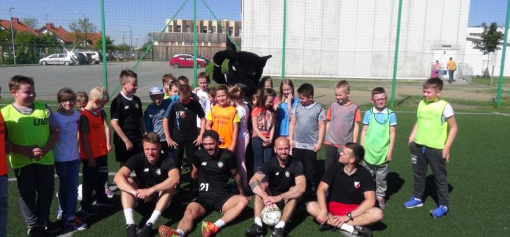 Spotkanie i trening z profesjonalnymi piłkarzami.